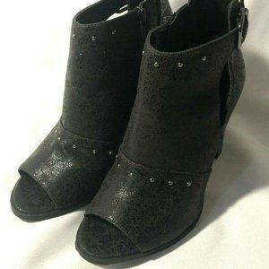 EUC Simply Vera Women's 7.5 Buckle Accent Ankle